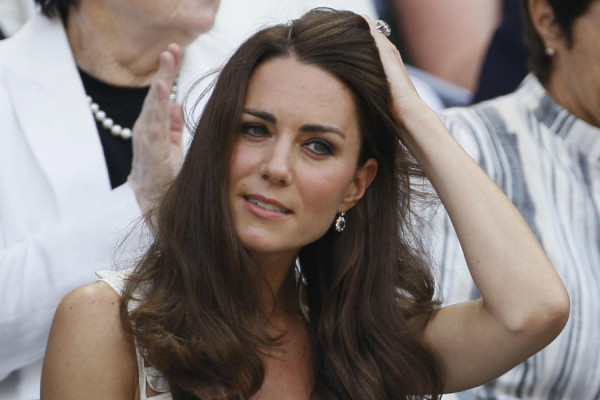 (foto via gossip.fanpage.ithttp://gossip.fanpage.it/kate-e-william-in-prima-fila-al-torneo-di-wimbledon-le-foto/