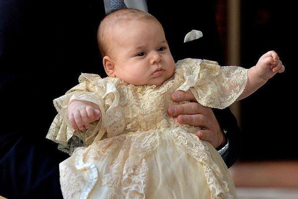 Il principe George Alexander Louis nel giorno del Battesimo (foto via The British Monarchy)