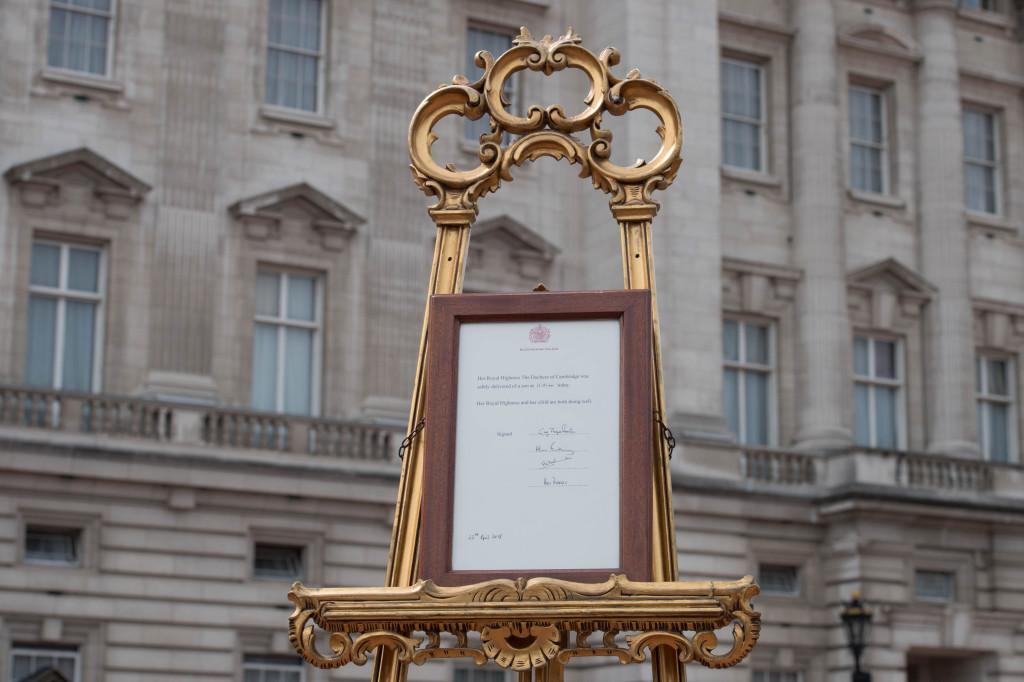 Londra, Nato il terzo figlio di William e Kate. Annuncio ufficiale davanti a Buckingham Palace