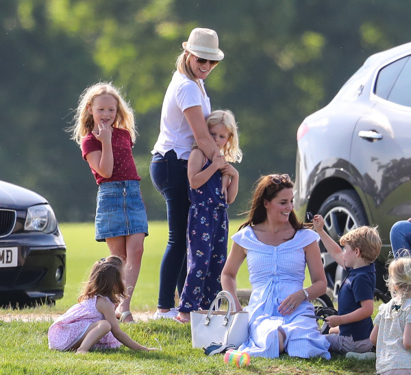 UK, Kate Middleton (con figli) assiste ad una partita di polo