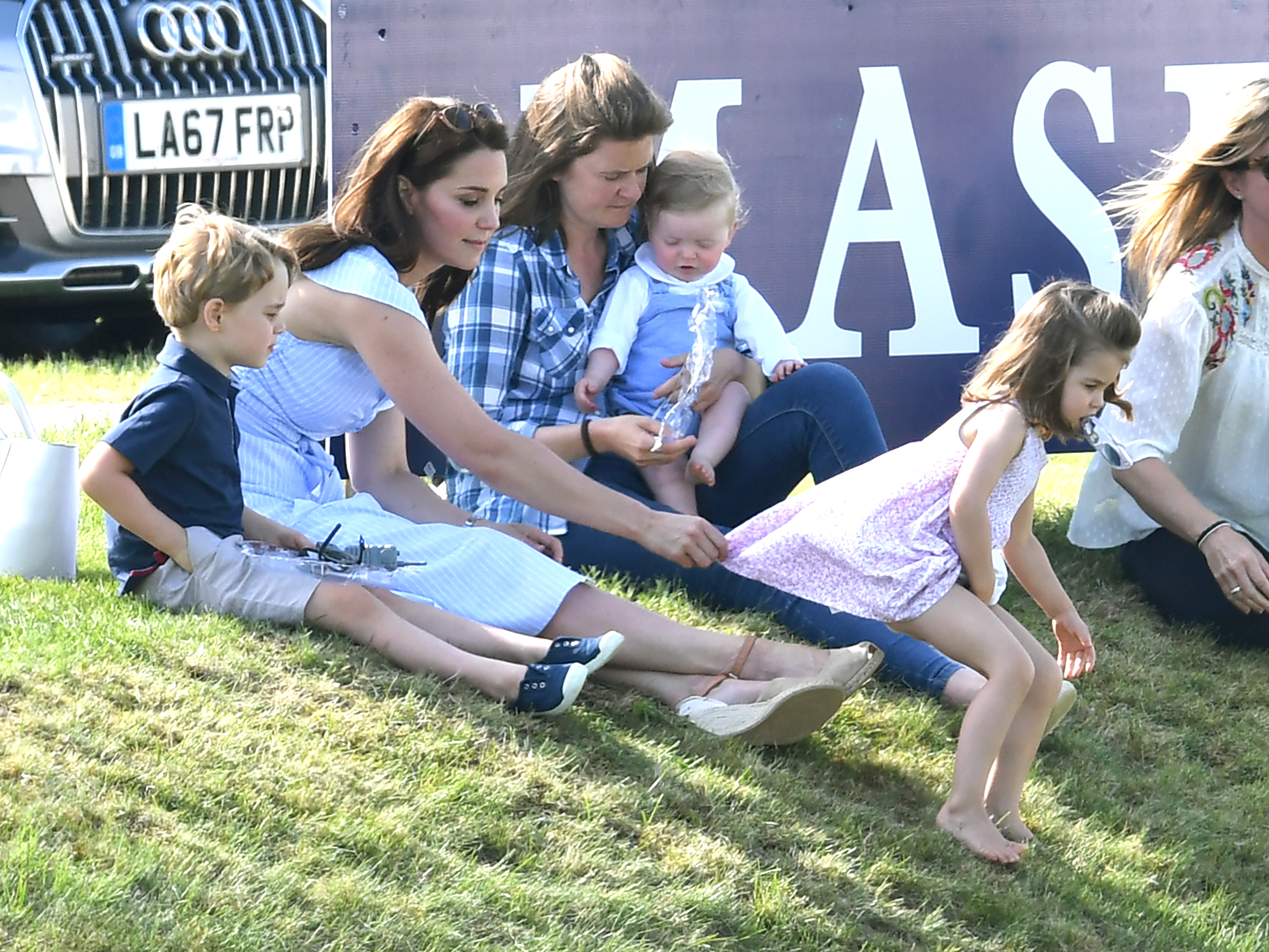 "UK, William e Kate (con figli) al ""Maserati Royal Charity Polo Trophy"""